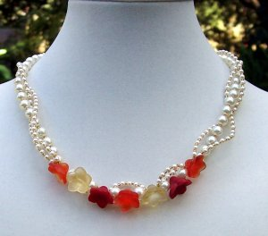 Pearls'nPosies Necklace