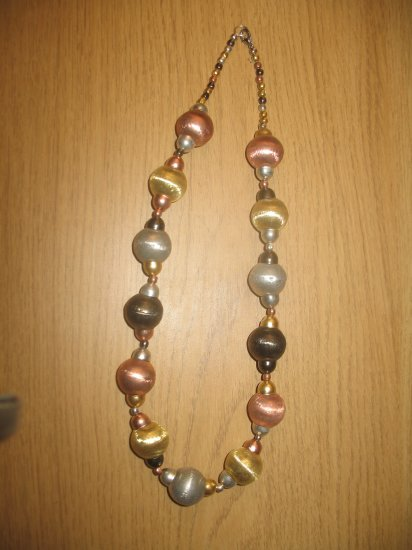 4 color metal balls necklace