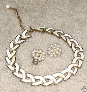 Vintage '80's Costume Jewelry Cream & Goldtone Necklace & Earrings