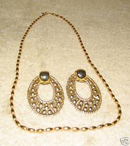 Vintage Costume Jewelry Goldtone Napier Necklace & Earrings