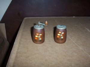 6 Flags Over Texas Wooden Keg Salt and Pepper Shakers