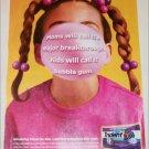 2000 Trident Advantage Gum ad red shirt