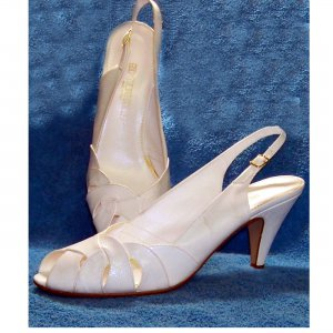 70 s heels Red Cross white leather shoes 10 M
