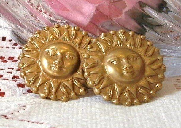 Fun Vintage 80s Gold Tone Sun Pierced Earrings