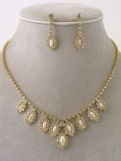 Beautiful 18k GP PEARL CRYSTAL NECKLACE WITH EARRINGS