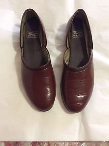 EXCELLENT CONDITION Thom  Mcan Men's Leather Lounging Shoes - 8.5 M
