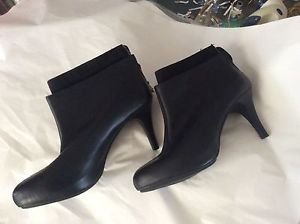 EXCELLENT CONDITION Me Too Womens Black Leather Ankle Boots - 9.5