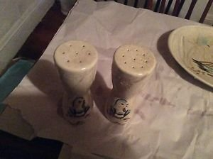 EXCELLENT CONDITION Red Wing Bob White - Pair of Salt and Pepper Shakers