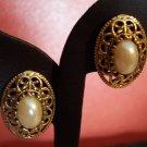 VINTAGE Oval Faux Pearl Cabachon PIERCED Goldtone EARRINGS Costume Jewelry 01ear