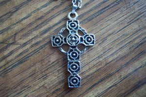 Vintage Silvertone Cross PENDANT Necklace Costume Jewelry 14necklace