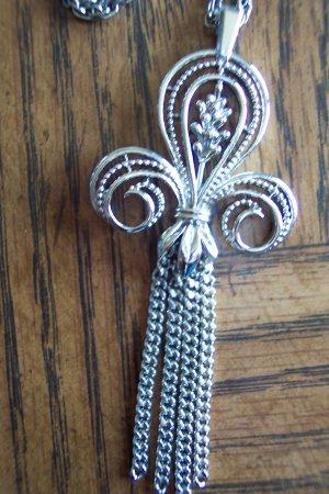 Vintage Silvertone Fleur De Lis Signed SHP Sarah Coventry PENDANT Necklace Jewelry 5necklace