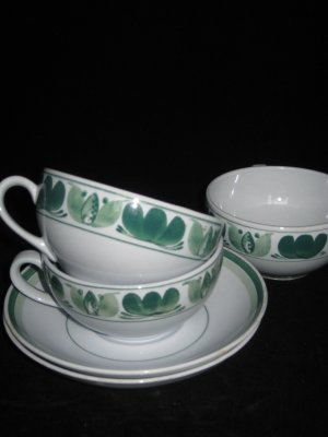 Arabia of Finland Green Laurel Lot of 3 Cups & 2 Saucers- Retro