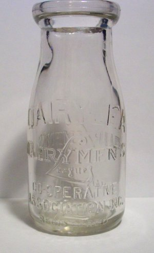 Vintage Dairylea Dairy Men's League Co-Operative Association Inc Half Pint Milk Bottle