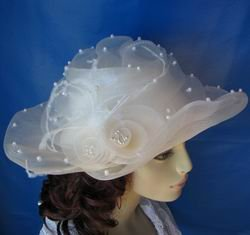 Ivory bridal hat with pearl accent