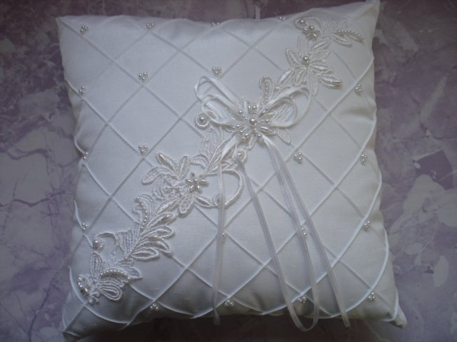 New - PEARL + RIBBON BRIDAL WEDDING RING BEARER PILLOW