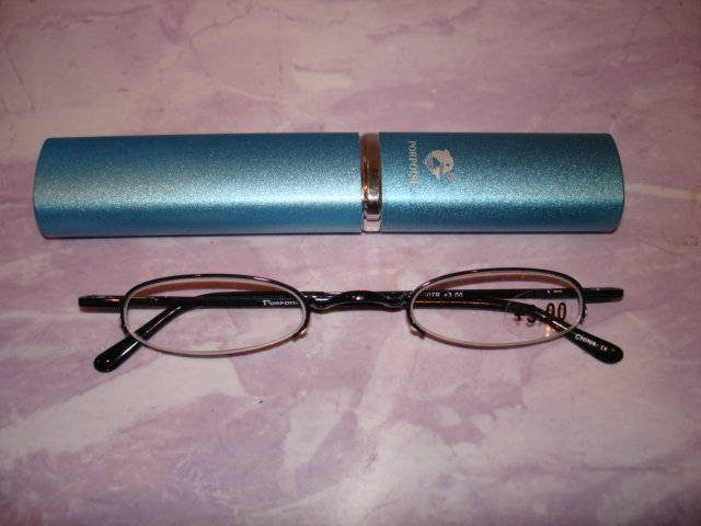 $9.99 free ship-New- Slim Reading Glasses +3.00 Black fram no lower rim in Sturdy  Case