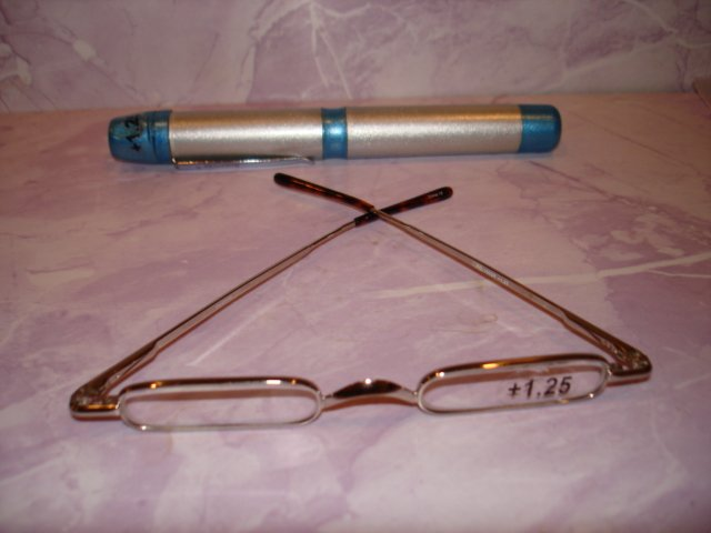 $9.99 free ship-New-Extra Slim Reading Glasses +1.00  in Slim & Sturdy clip on Pen Shape Case
