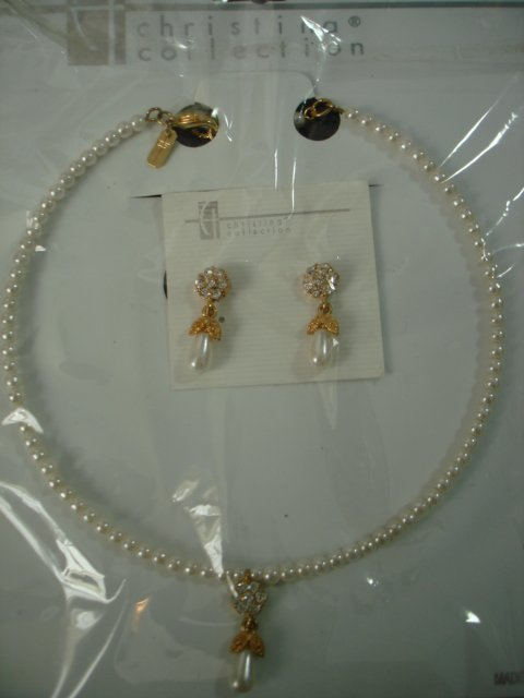 $14.99 Bridal Set of Earringa & Neckless White Pearl & Crystal in Gold Tone