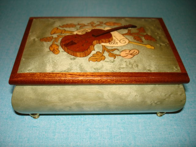 $99.99 free ship-New- Fine Inlaid Wood,Music Box jewelery box  Hand Crafted In Sorrento Italy Green