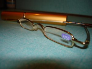 $9.99 free ship-New- Slim Reading Glasses GOLD color frame +2.00 in Sturdy gold Case