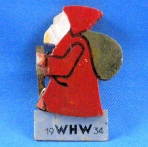 Vintage 1934 German Christmas Erzgebirge WHW Santa Wood Badge Pin Back Weihnachtsmann