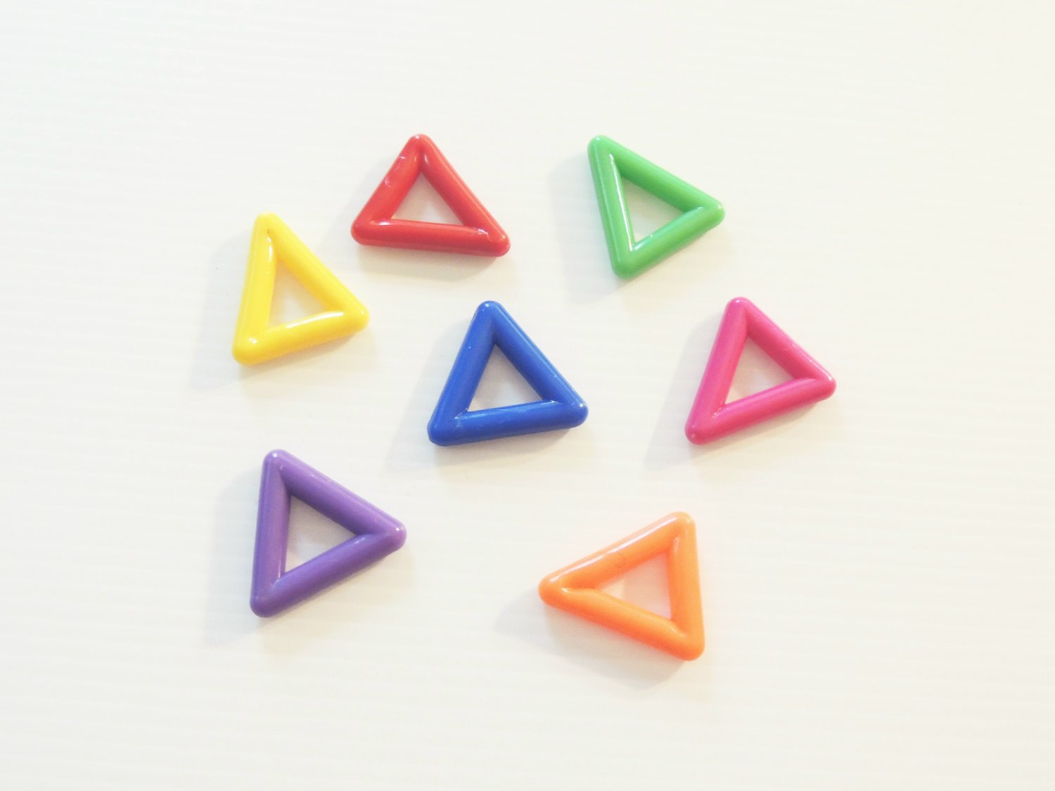 """7 2"""" Plastic Triangles bird toy parts parrots cages"""