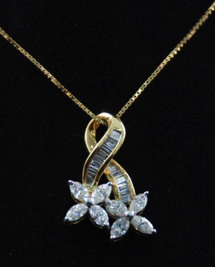 Double Four Leaf Flower Diamond Pendant 18K Necklace