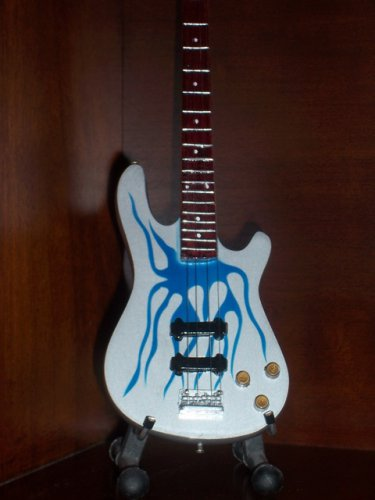 METALLICA ROBERT TRUJILLO Mini Bass Guitar Memorabilia Collectible Gift