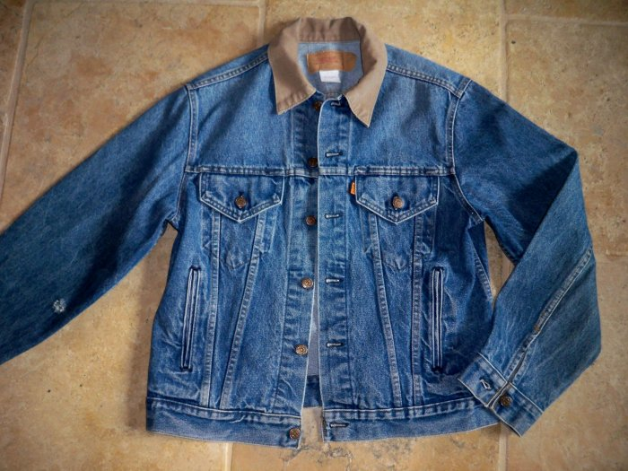 vintage levi's jean jacket size 42 distressed