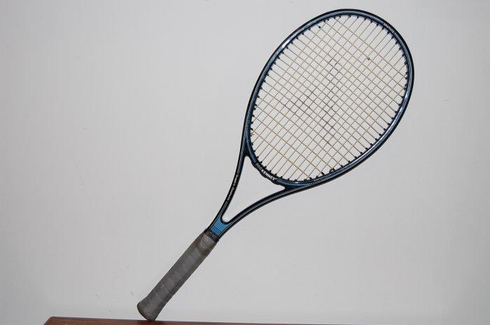 Pro Kennex  Graphite Dominator 90 siTennis Racquet 4 1/2 L  with full case (SN PKG34)