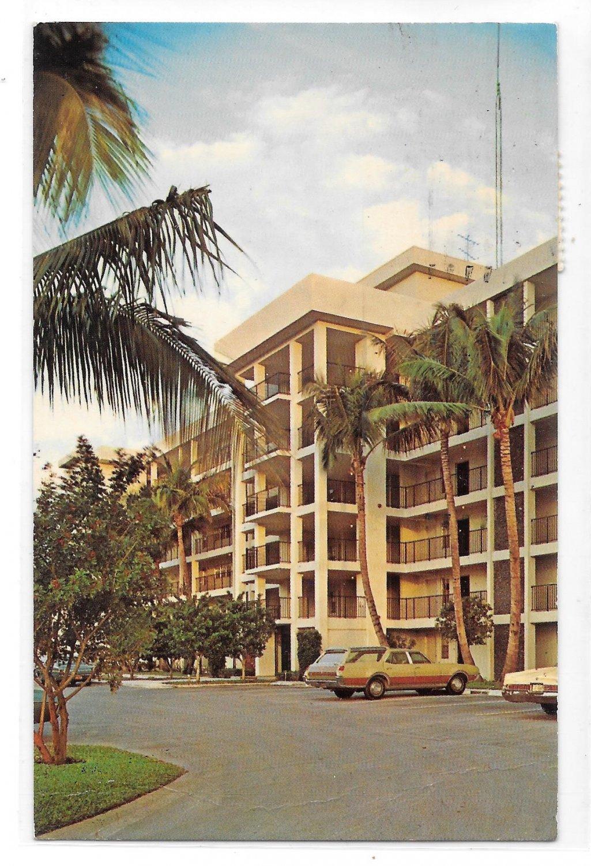 FL Palm-Aire Pompano Beach FLorida Golf Country Club Barefoot Mailman Hotel Postcard