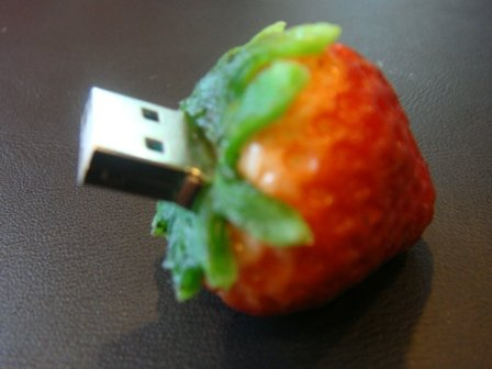 Strawberry 2GB Thumbdrive