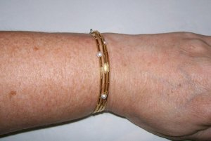 Memory Wire Simple Gold & Pearl Bead