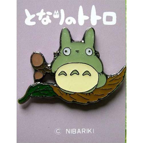 Pin Badge - Totoro on Leaf with Acorns - Ghibli - no production (new)