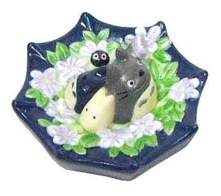 1 left - Floating Figure - Porcelain - Totoro & Chu & Sho & Kurosuke on Umbrella - no production
