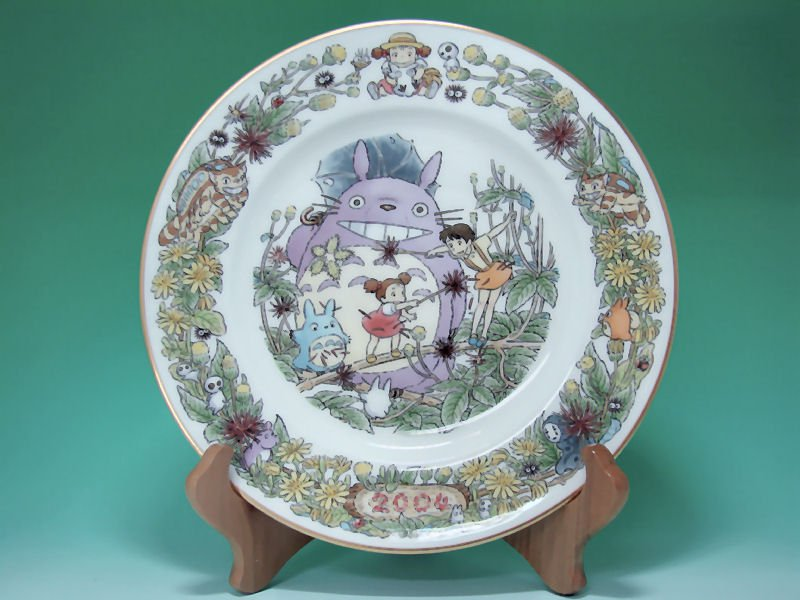 1 left - Yearly Plate 2004 - Wooden Stand - Noritake - made in Japan - Totoro - no production (new)