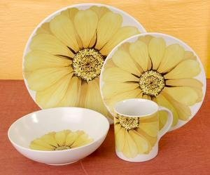 NEW Mikasa Tuscan Flower 16-piece Dinnerware Set