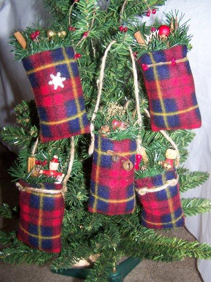 Country Christmas Tree Ornaments Rustic Primitive Santa Goody Bags Ornament Set