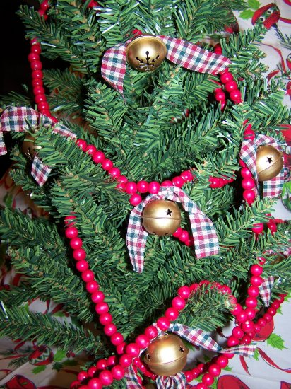 Country Wood Red Bead Rustic Christmas Tree Wooden Garland Rusty Jingle Bells $1 SHipping