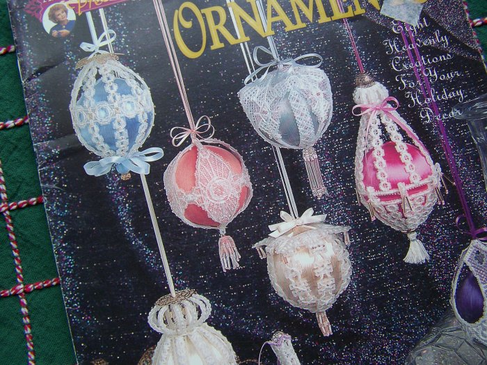 Plastic Canvas Annie's Christmas Ornaments Pattern Book