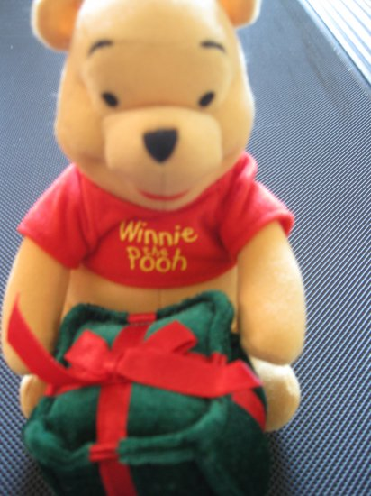 Vinnie the Pooh with a gift box 7 Inches