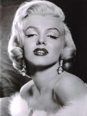 "New Glossy Marilyn Monroe Photo in White Fur 4"" x 6"""
