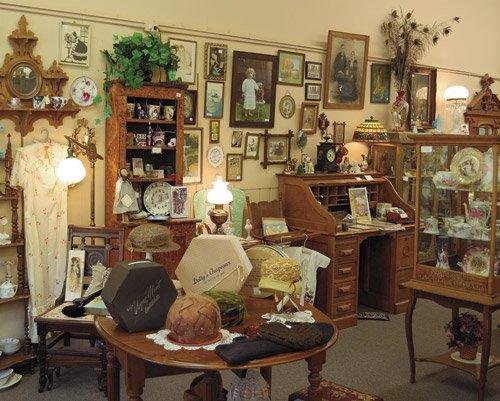 Antique Shop - 1,000 piece White Mountain puzzle - for Ages 12+