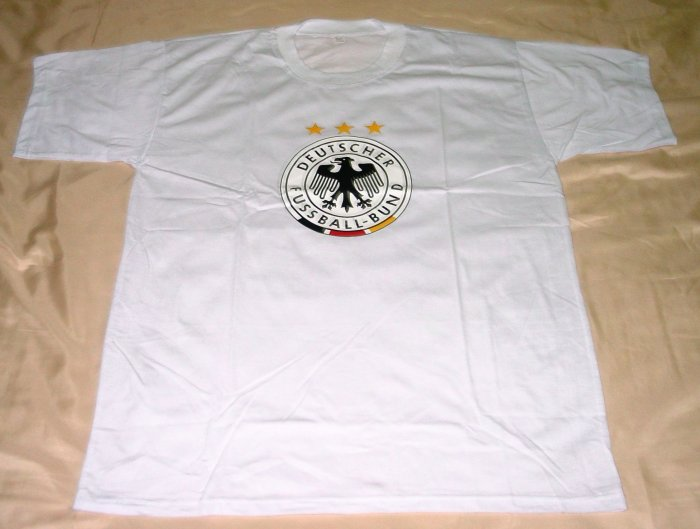 GERMANY SOCCER T-SHIRT SIZE LARGE (EC) WE SHIP USPS
