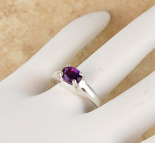 Fine Purple AMETHYST Solitaire Sterling Silver RING