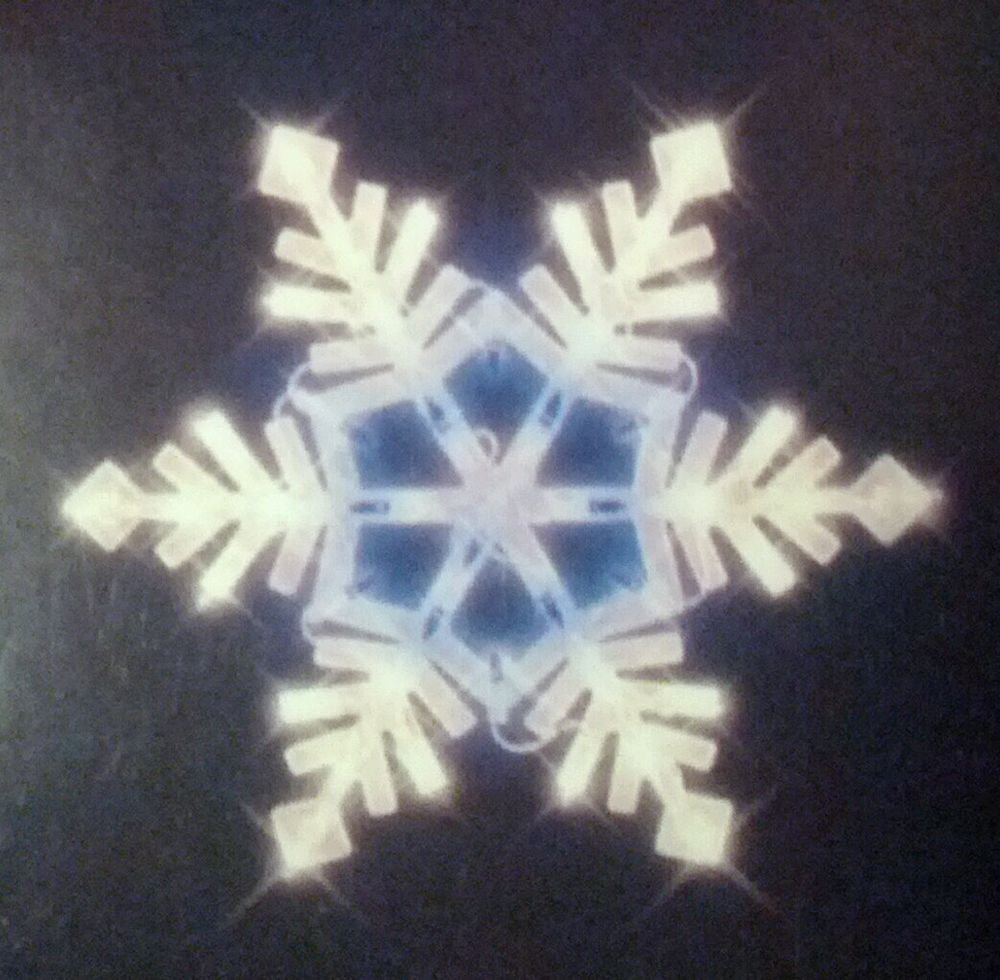 Lighted Snowflake Christmas window decoration  light up 34 white & blue lights