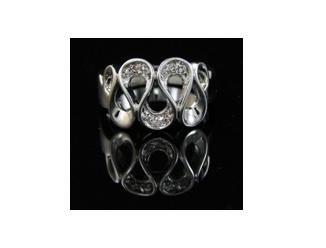 SWAROVSKI CRYSTAL RIBBON 14K WGP ring, size 8 (fr-29)
