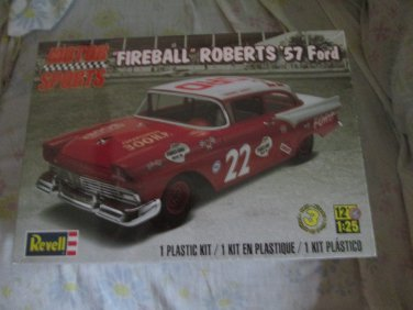 Revell Fireball Roberts 1957 Ford 1/25 scale