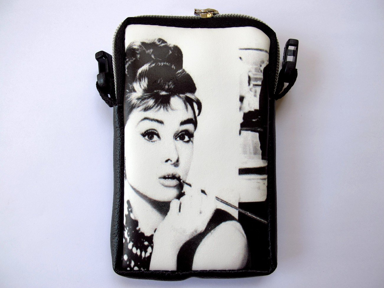Audrey Hepburn Tiffany's Mobile Phone MP3 MP4 iPod Case Pouch Bag