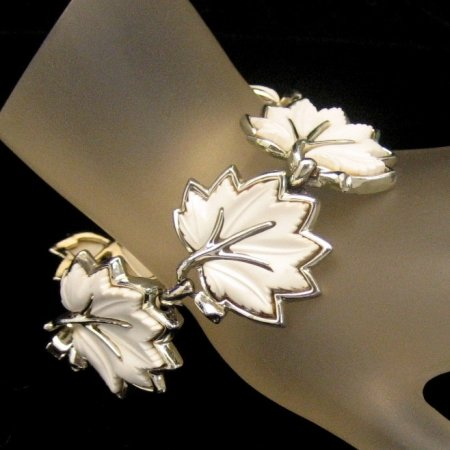Vintage Bracelet White Thermoplastic 1950s Leaf Links